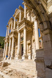 Ephesus, Turchia Vista della facciata della biblioteca centigrado, 114 - 135 anni di ANNUNCIO dal portone dell'imperatore Augusto Fotografia Stock
