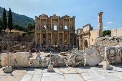 EPHESUS TURCJA, SIERPIEŃ, - 16, 2017: Celsus biblioteka w Ephesus antycznym mieście, Selcuk, Turcja Obrazy Royalty Free