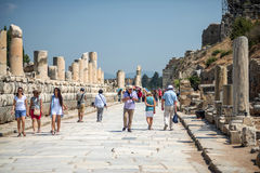 EPHESUS, TURKEY - AUG 01: visitors in Curetes street on August 0 Royalty Free Stock Photos