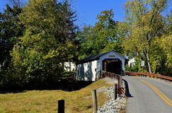 Ephrata, PA : Pont couvert du moulin de Keller Photographie stock libre de droits