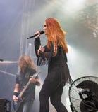 Epica выполняет в реальном маштабе времени на фестивале выходных атласа в Киеве, Украине Стоковые Фото