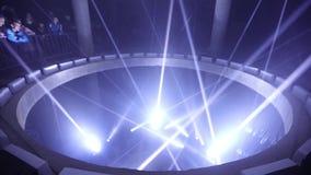 Epicentrum v 2 aangedreven door ROBE– TOENDRA - een binnen lichte installatie bij Signaal Licht festival 2016 in Praag stock videobeelden