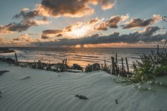 Epicka zmierzchu nieba panorama Goeree-Overflakkee holandie, Brouwersdam fotografia royalty free