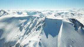 Epicki widok nakrywać góry błękitny góra osiąga szczyt niebo obrazy stock