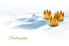 Epiphany dag för tre konungar som symboliseras av tre grejade kronanolla royaltyfria bilder