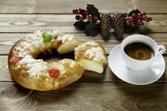 Epiphanykaka och kopp av coffe Fotografering för Bildbyråer