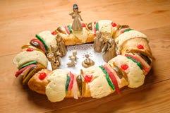 Epiphanykakan, konungar bakar ihop, eller rosca de reyes Arkivfoto
