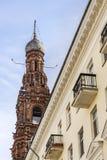 EpiphanyKlocka torn i Kazan dagsikten underifrån 3 royaltyfri foto