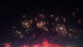 Episch vuurwerk die in een hemel barsten 4K stock footage