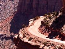 Epische auto in woestijn royalty-vrije stock afbeeldingen