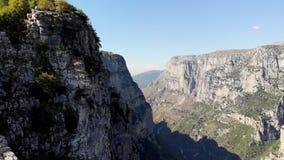 Epische Griechenland-Berge decken Schuss auf stock video