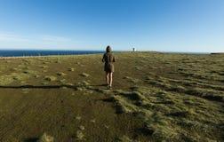 Epische Landschaft mit kleinen Leuten Stockbilder