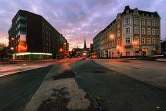Epischer Abend auf den Straßen von Gliwice, Polen Lizenzfreies Stockfoto