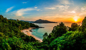 Epischer Sonnenuntergang über Kamala Lizenzfreie Stockfotografie