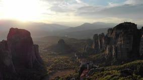 Episk bergsolnedg?ng i Grekland arkivfilmer