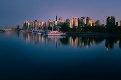 Episk sikt av horisont för Vancouver ` s från Stanley Park arkivfoto