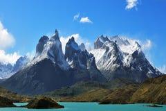 Episk skönhet av landskapet - klippor av Los Kuernos Arkivbilder