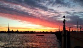 Episk solnedgång i St Petersburg Arkivfoto