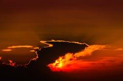 Episk Suset himmel med majestätiska moln Royaltyfria Bilder