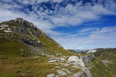 Episkt landskap i Bucegi berg i Rumänien arkivbilder