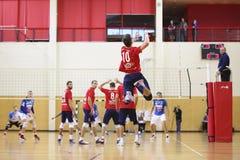 Episodio del gioco in una partita di pallavolo Fotografie Stock Libere da Diritti