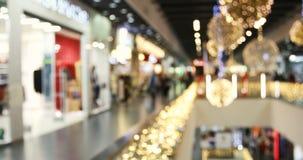 Episodio maníaco borroso de las compras de la Navidad en las ventas negras grandes de viernes almacen de metraje de vídeo