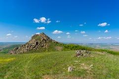 Epopeja krajobraz w Macin górach stare góry w Rumunia fotografia stock