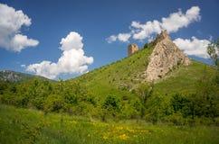 Epopeja krajobraz z Coltesti starym fortecą w Transylvania fotografia stock