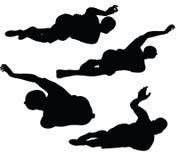 EPS 10在黑色的足球运动员剪影的传染媒介例证 免版税库存照片
