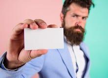 Eps 10 Position för ockupation för kortkopieringsutrymme yrkesmässig Känn den fria kontakten mig Affärsmanhållmellanrum fotografering för bildbyråer