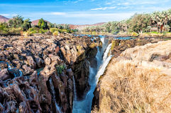 Epupa cai na beira de Namíbia e de Angola Foto de Stock Royalty Free