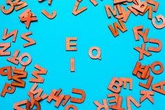 EQ, IQ van houten brieven royalty-vrije stock foto