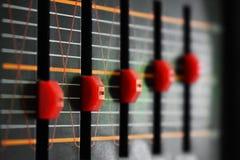 Equalizadores de rádio retros vermelhos fotografia de stock royalty free