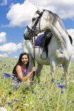 Equestrian com um cavalo imagem de stock
