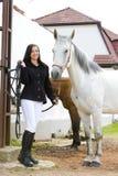 Equestrian con il cavallo immagine stock