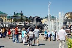 Equestrian statuy fontanna przy teatru kwadratem Obrazy Stock