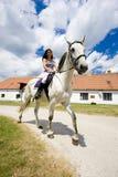 Equestrian su a cavallo fotografie stock libere da diritti