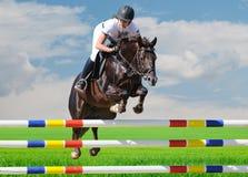 Equestrianism: Chica joven en la demostración de salto imagen de archivo
