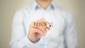 Equidade, escrita do homem na tela transparente Fotos de Stock