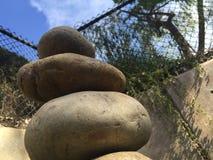 Equilíbrio da rocha da parte inferior Foto de Stock Royalty Free