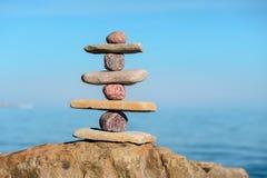 Equilíbrio de diversas pedras Foto de Stock