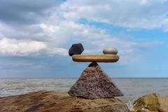 Equilíbrio do zen na costa Fotografia de Stock