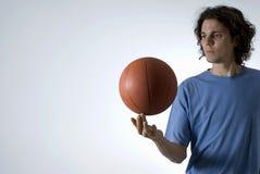 Equilibratura dell'uomo Basketbal-Orizzontale Fotografia Stock
