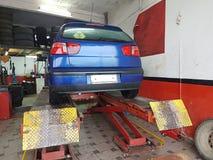 Equilibratura di allineamento dell'automobile del garage Immagine Stock Libera da Diritti