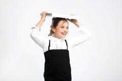 Equilibre, niño con los libros en su cabeza Fotografía de archivo libre de regalías