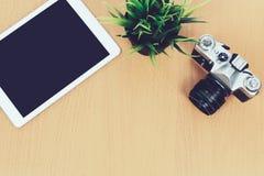 Equilibre retro e a modernidade em um local de trabalho criativo fotografia de stock