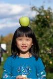 Equilibrio de un Apple Fotografía de archivo libre de regalías