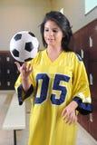 Equilibrio del balón de fútbol Fotografía de archivo