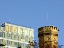 Equilibrio di architettura moderna e vecchia Fotografia Stock Libera da Diritti