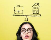 Equilibrio di vita e del lavoro con la giovane donna immagine stock